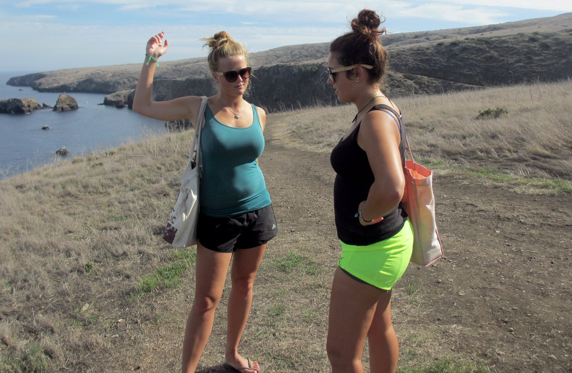 Stefanie Kuisle & Zeinab Greif hiking on Santa Cruz Island