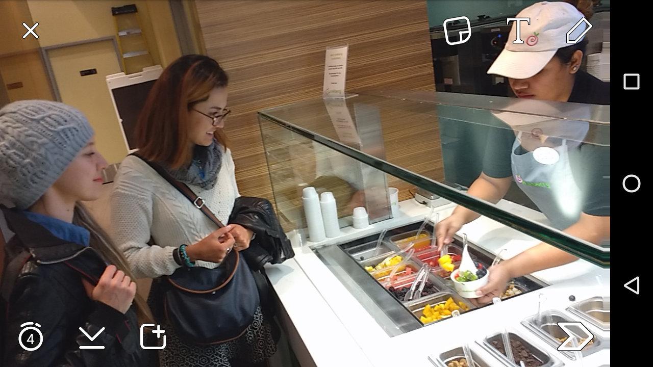 Pinar & Gizem ordering frozen yogurt at Pinkberry