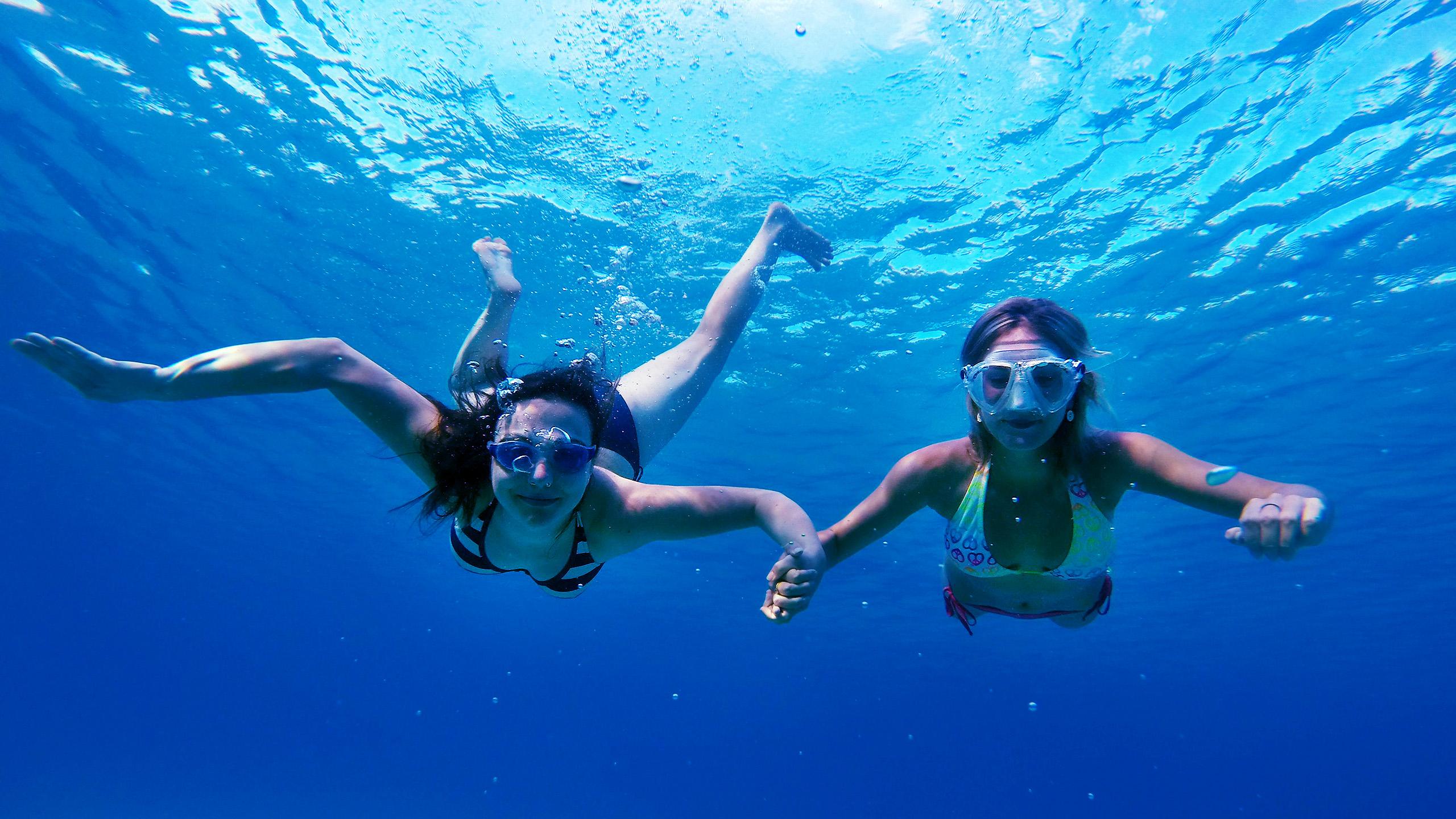 Alena Pivonkova snorkeling
